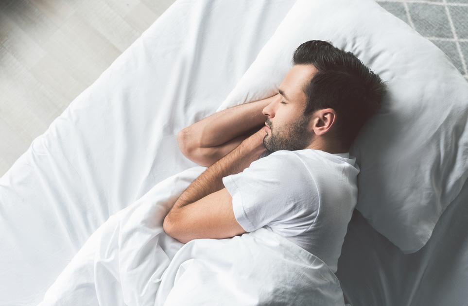 قلة النوم تؤثر سلبيا على الهرمون الذكوري لدى الرجل