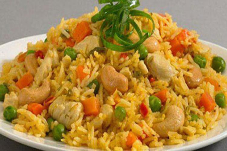 أرز أصفر بالدجاج والخضروات