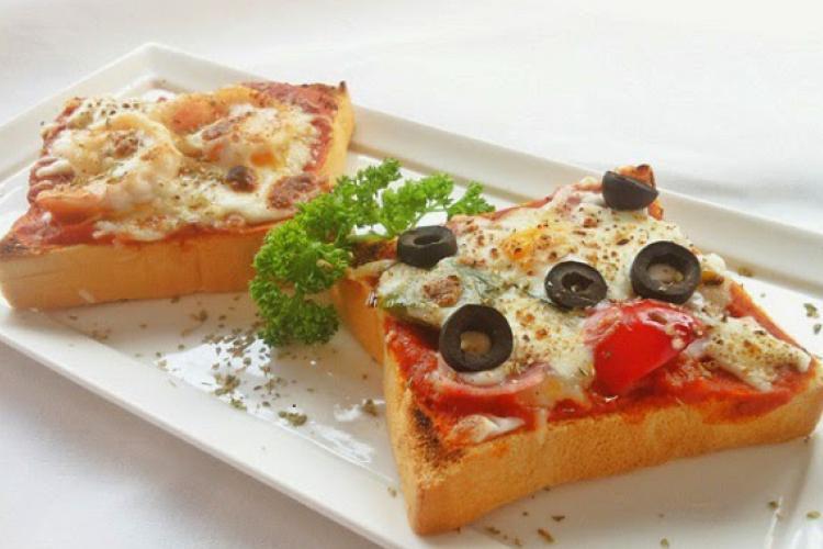 طريقة عمل بيتزا التوست