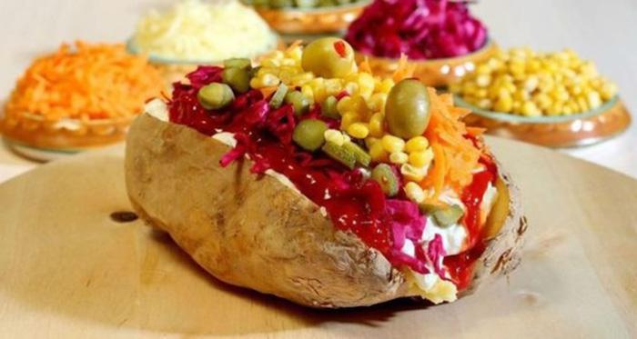 البطاطا المشوية على الطريقة التركية