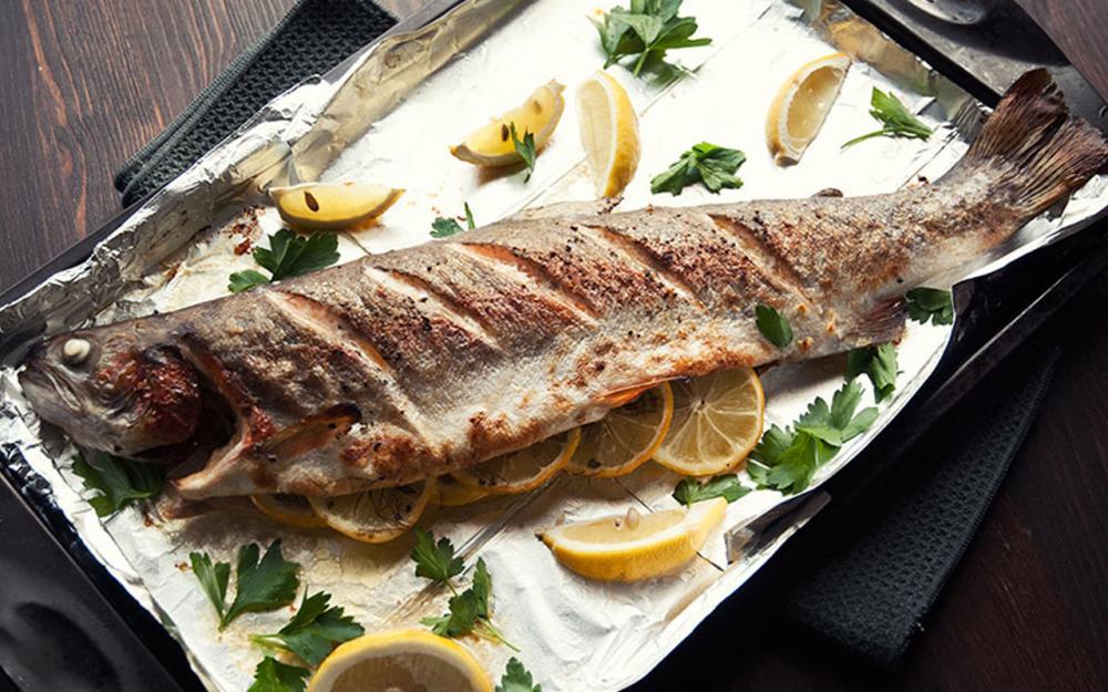 طريقة عمل سمك السلمون المشوي بالفرن