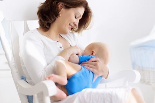 فوائد الرضاعة الطبيعية لنمو الطفل