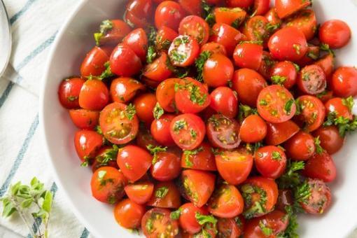 سلطة الطماطم الكرزية