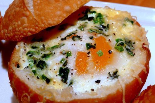 ساندوتش خبز كايزر مع البيض بالفرن