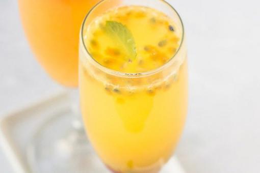 طريقة عمل عصير فاكهة الآلام والبرتقال