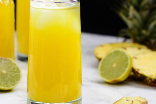 عصير الليمون بالأناناس والزنجبيل
