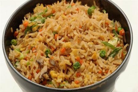 أرز مقلي بالخضار على الطريقة الصينية