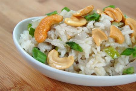 ارز جوز الهند بالكاجو