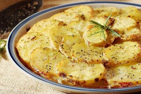 البطاطا المشوية بالجبن