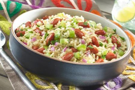 سلطة الأرز مع الفاصوليا الحمراء
