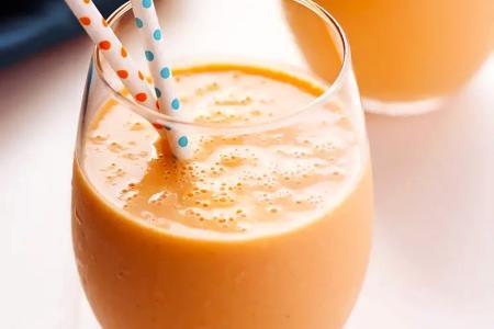 عصير الجزر والبرتقال مع الزبادي