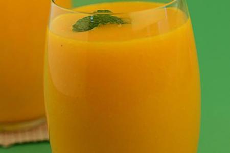 عصير المانجو والبرتقال