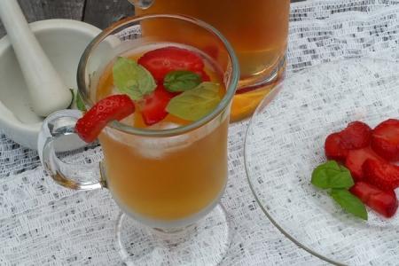الشاي مع الفراولة والنعناع