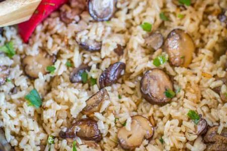 طريقة عمل أرز بني بالمشروم