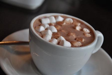 طريقة تحضير مشروب الشوكولاته مع المارشميلو