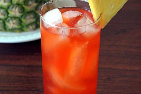 عصير الأناناس الأحمر مع الليمون
