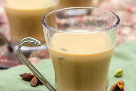 طريقة عمل شاي أخضر بالحليب والهيل