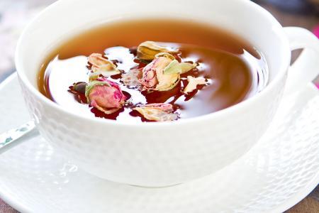 طريقة تحضير شاي الورد الطبيعي