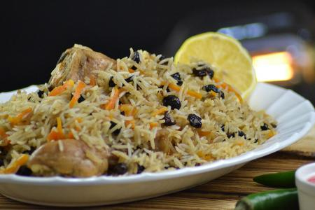 الأرز البخاري بالزبيب على الطريقة السعودية