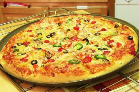 طريقة عجينة العشر دقائق للبيتزا